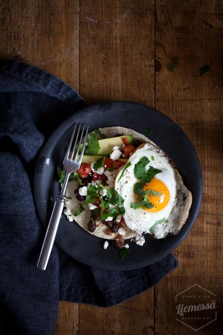 meksikolainen aamupala brunssi aamiaistortilla