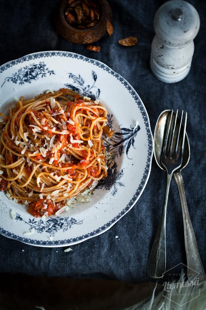Tomaattipohjainen sardiini pasta