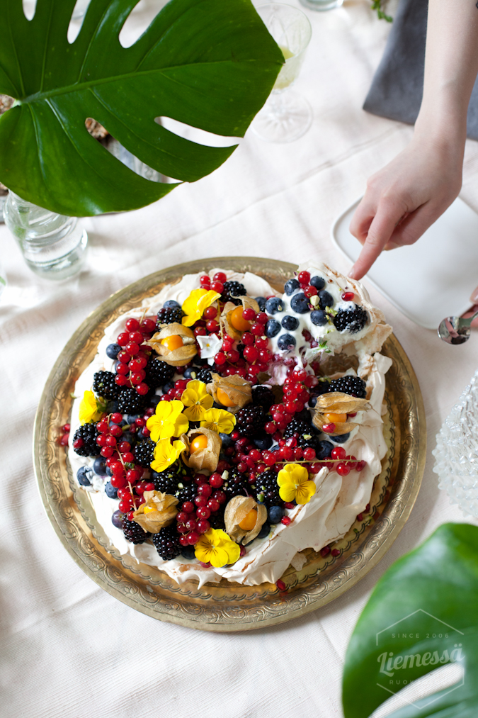 pavlova kakku