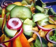 KOKONAINEN KANA (ja vähän salaattiakin)