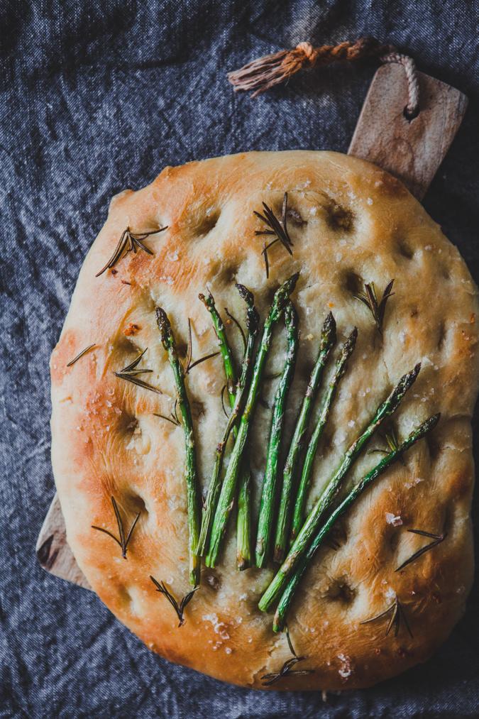 Parsafocaccia I Asparagus focaccia I Parsa I Focaccia I Brunssi I Leipä I Resepti I Ohje I Sesonki I Ruoka I Kevät I Ruokakuvaus I Food photography
