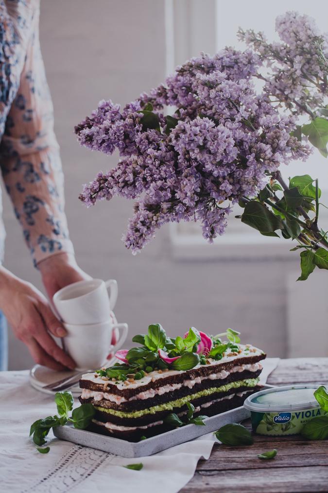 Lohivoileipäkakku I Voileipäkakku I Lohi I Herne I Pesto I Resepti I Ohje I Idea I Juhlat I Kakku I Valmistujaiset I Kesä I Leivonta I Tarjottavaa juhliin I Salmon sandwich cake I Nordic food I Food photography