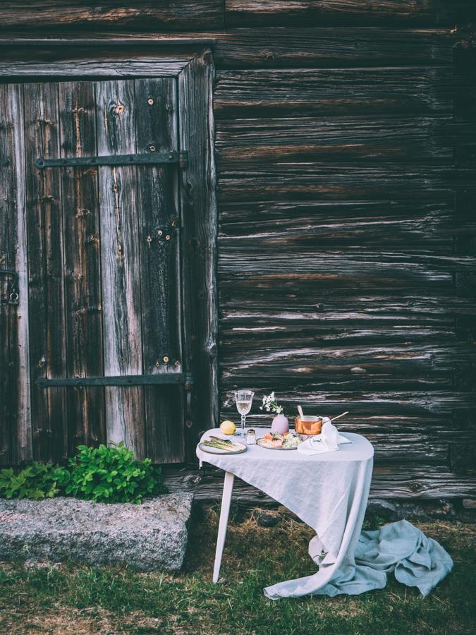 Kesämenu I Lohi I Varhaiskaali I Kaali I Parsa I Valkoviini I Viini I Menu I Kesä I Resepti I Ohje I Valio I Grön I Ravintola I Illallinen I Salmon I Gabbage I Asparagus I Food photography I Styling I Food blog