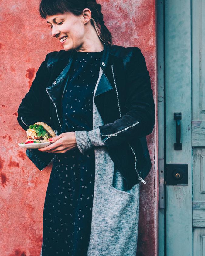 Varhaiskaali I Kaali I Coleslaw I Salaatti I Lisuke I Hampurilainen I Burgeri I Resepti I Ohje I Hampurilaispihvi I Porkkana I Vuohenjuusto I Korianteri I Chili I Ruoka I Kesäkeittiö I Kesäruoka I Ruokakuvaus I Summer food I Burger I Food photography I Food styling