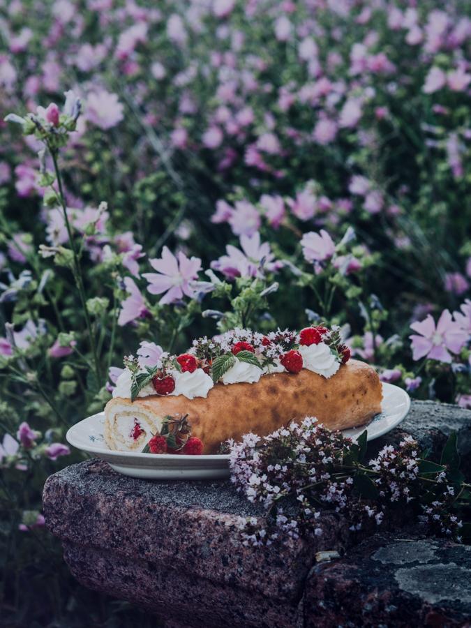 Sitruuna I Vadelma I Kääretorttu I Leivonnainen I Leivonta I Resepti I Ohje I Ruokablogi I Ruokakuvaus I Juhlat I Lemon I Raspberry I Swiss roll I Dreamy cake I Food photography I Food styling