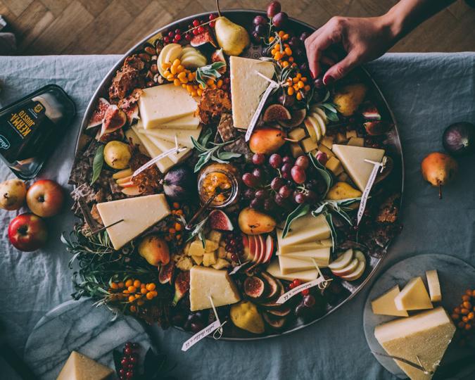 Juustotarjotin I Cheese board I Juusto I Illanistujaiset I Tarjottavaa I Resepti I Ohje I Juhlat I Syksy I Pikkujoulut I Cheese plate I Ruokakuvaus I Food photography I Food styling