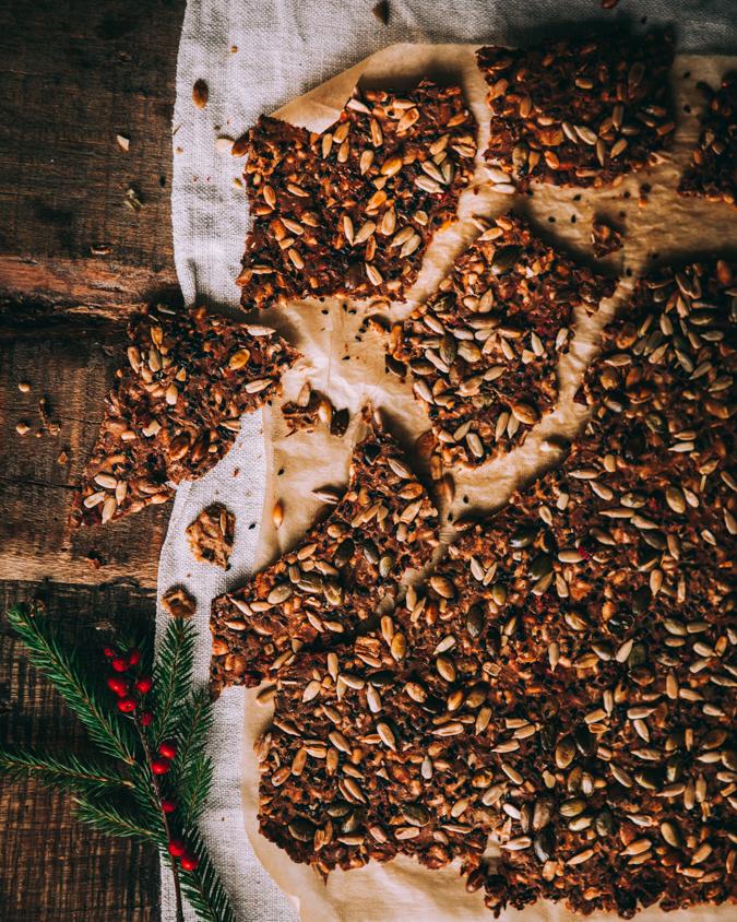 Siemennäkkileipä I Jouluruoka I Joulu I Joulupöytä I Alkupala I Leipä I Joululeipä I Resepti I Ohje I Idea I Ruokablogi I Ruokakuvaus I Seed cracker I Christmas food I Food photography I