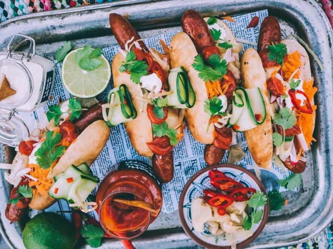 Aasialainen I Hot dog I Sämpylät I Täytteet I Grillaus I Resepti I Katuruoka I Inkivääri I Ketsuppi I Ruokakuvaus I Asian hot dog I Food photography