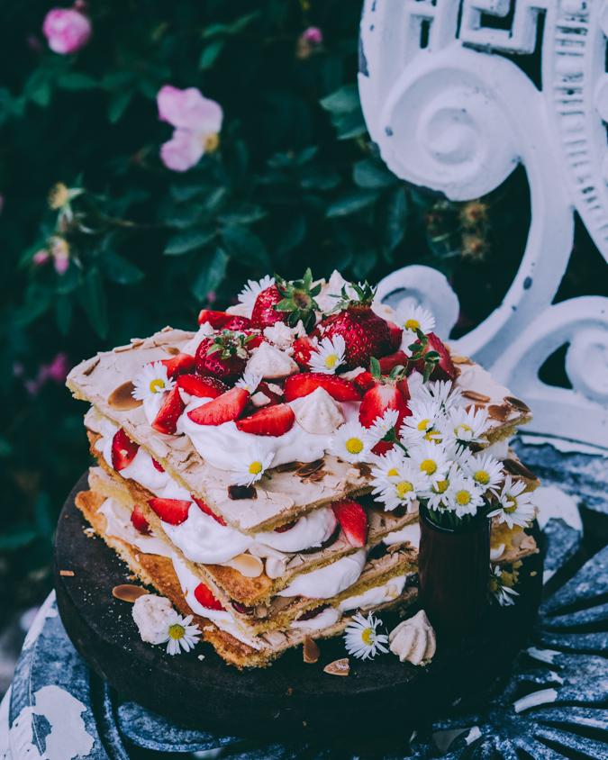 Britakakku I Raparperi I Mansikka I Leivonta I Kakku I Kesä I Resepti I Ruokakuvaus I Brita cake