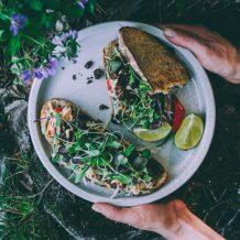 Härkis sandwich I Voileipä I Mökkiruokaa I Leipä I Coleslaw salatti I Kasvisruoka