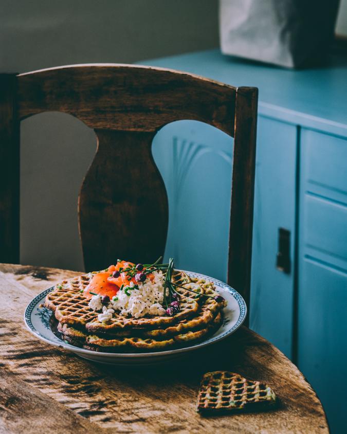 Nokkosvohvelit I Nokkonen I Vohvelit I Vohveli I Suolainen I Brunssi I Resepti I Ohje I Ruokakuvaus I Lohi I Nettle waffles I Food photography